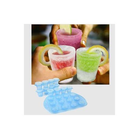 Soyez original et sortez vos verres du congélateur pour l'apéritif ! Ces moules pour confectionner des verres en glace vont révolutionner vos soirées...