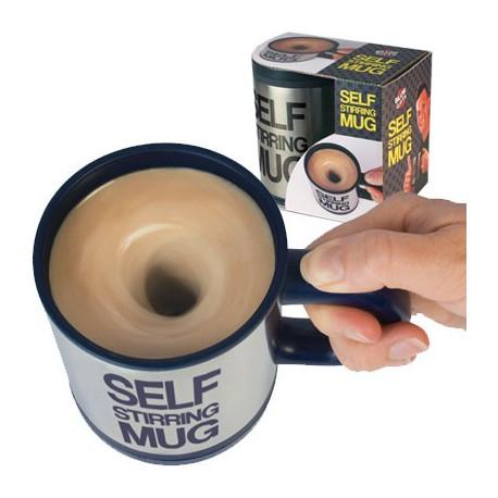 Avec le mug mélangeur, il suffit d'actionner un bouton pour que le sucre se répartisse sans effort