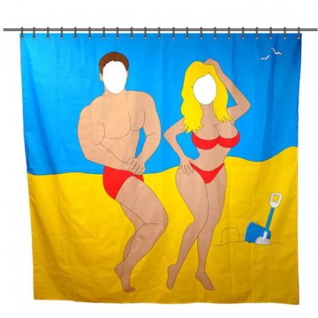 Un rideau de douche représentant deux personnes en bord de mer