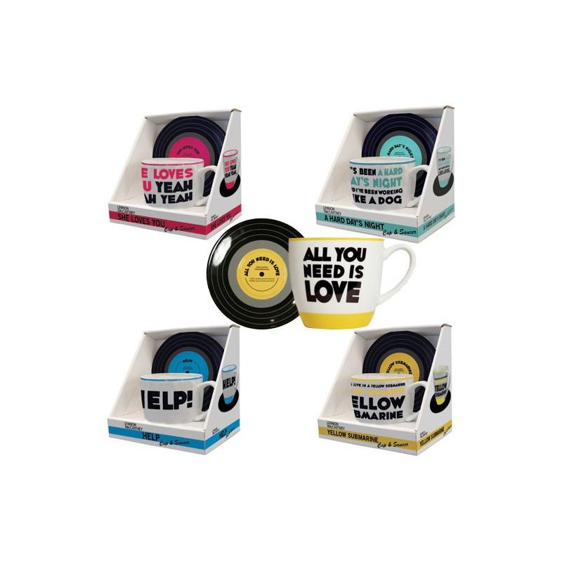 Avis aux fans absolus des Beatles... Les tasses imprimées (avec leurs soucoupes assorties) sur le thème de leurs chansons débarquent dans votre cuisine !