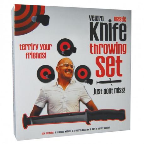 Réalisez votre rêve d'enfant et prenez-vous pour un célèbre lanceur de couteaux avec ce kit complet... Accrochez la cible, empoignez les couteaux et entraînez-vous !