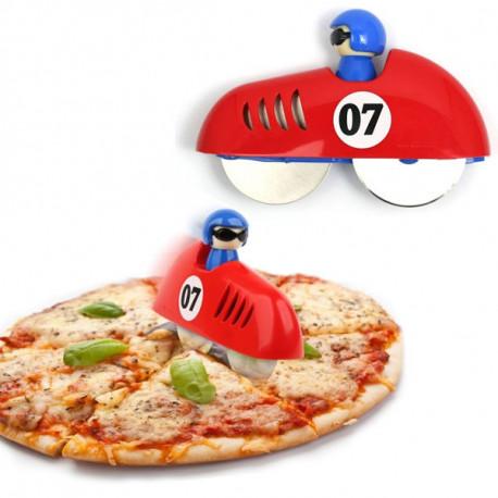 coupe-pizza en forme de voiture de course avec pilote,idéal pour couper les pizzas avec ses 2 roues.