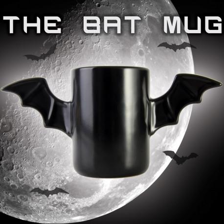 Le Bat Mug... un nouveau justicier dans votre cuisine ! Ce mug en céramique possède deux anses en forme d'ailes de chauve-souris pour une préhension facilitée et une touche originale !