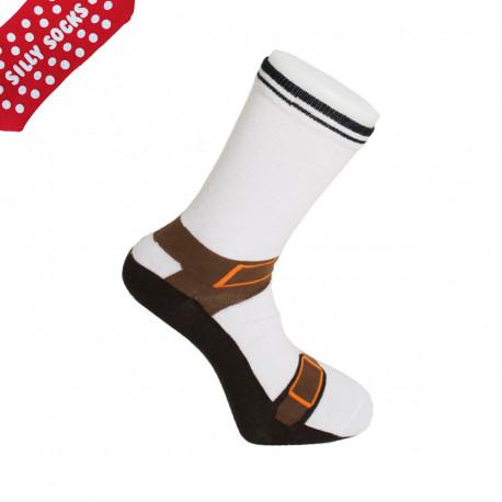 Le camping à domicile avec les chaussettes sandales ! Antidérapantes, vous pourrez courir à la maison avec ces chaussettes décalées, qui feront rire vos amis à coup sûr !