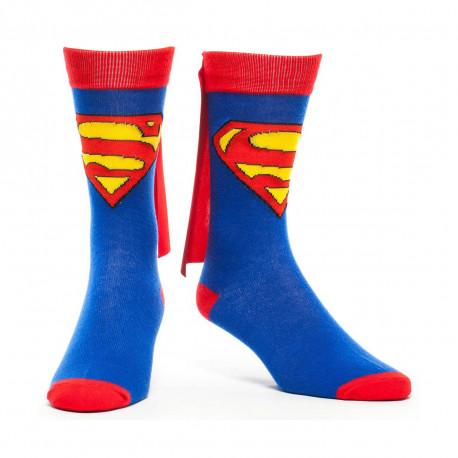 une paire de chaussettes superman avec cape mettant à l'honneur le super-héros
