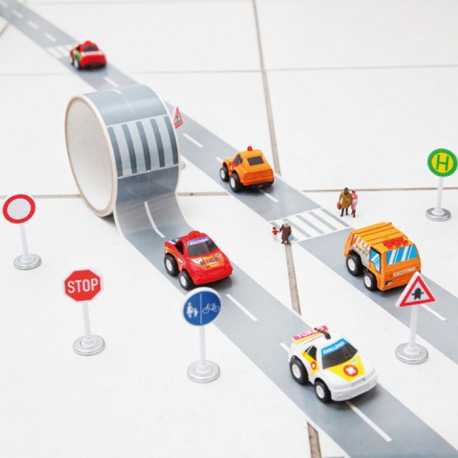 le ruban adhésif en forme d'un réseau autoroutier est livré avec une voiture à friction