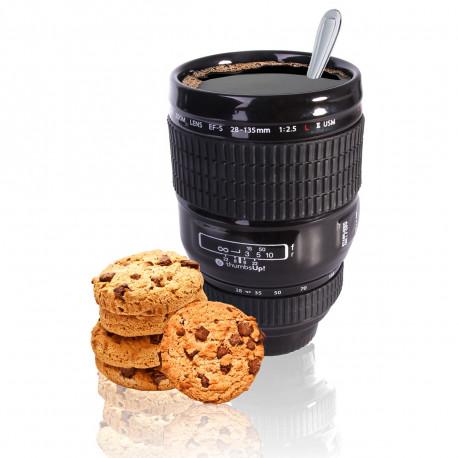 Un mug design en céramique qui prend l'apparence d'un objectif d'appareil photo fera le bonheur des amateurs de photographie...