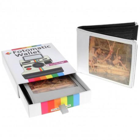 Ce portefeuille au style rétro est une superbe idée de cadeau pour les amateurs de photographie à l'ancienne ! Ce portefeuille polaroid vous permettra de transporter vos précieux souvenirs avec vous !