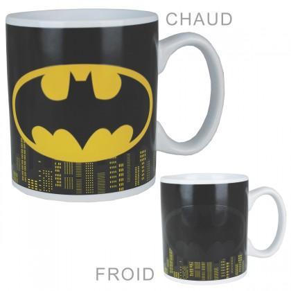 Un mug Batman qui s'illumine... sous l'effet de la chaleur ! Pour vous accompagner au petit-déjeuner ou pendant votre pause café, cette tasse thermoréactive sous licence officielle DC Comics est idéale ! Totalement geekissime...