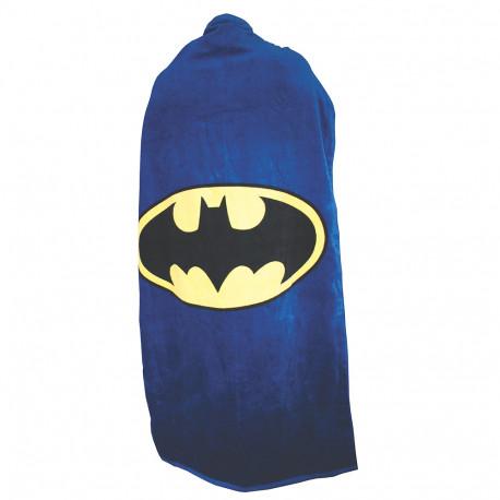 Serviette de bain comme une cape pour ressembler au super-héros Batman