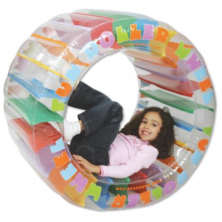Offrez un cadeau original aux enfants qui ont besoin de se dépenser : un jeu de plein air sous la forme d'une roue gonflable multicolore... Les cascadeurs en herbe vont l'adorer, s'amuser avec et beaucoup rire !