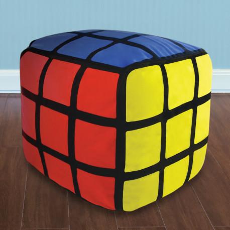 Pour une décoration intérieure insolite et originalement geek, ce pouf gonflable Rubik's Cube sera celui qu'il vous faut absolument ! Enfin un Rubik's Cube sans prise de tête qui ne fait que prendre soin de nous en égayant également notre salon !