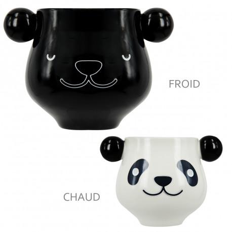 Adoptez ce panda géant prenant la forme d'un chouette mug qui vous fera craquer au premier coup d'œil… ! Avec sa surface thermoréactive, cette tasse panda changera de couleur dès que vous verserez votre boisson chaude à l'intérieur…