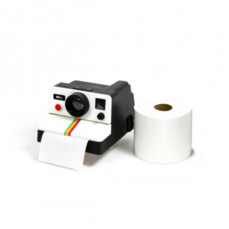 Aux toilettes, souriez… vous êtes photographié ! Avec ce distributeur de rouleau de papier de toilette au look d'un Polaroid, un peu d'humour et d'originalité prennent place dans vos toilettes ! Vintage et insolite à souhait !