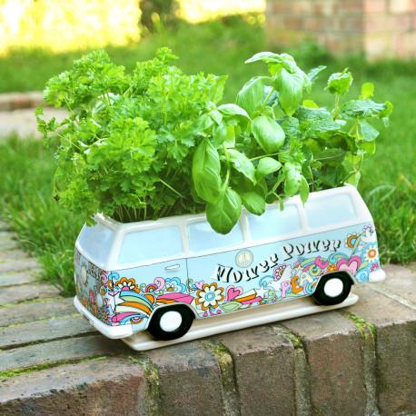 En forme de combi WW, ce bac à fleurs n'est pas sans rappeler les années 70… En céramique de qualité, ce cadeau insolite et vintage vous permettra de cultiver vos herbes préférées (ou de conserver vos gâteaux secs) !