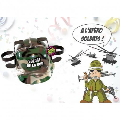 Ce casque à bière à l'imprimé militaire est un moyen parfait pour ne plus avoir soif lors de soirées bien arrosées ! Voilà un cadeau rigolo et humoristique réservé au Soldat de la Soif…
