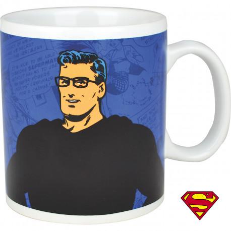 Super-héros favori des geeks amateurs de comics, Superman est mis à l'honneur sur ce mug chaud froid so geek ! Clark Kent, au contact d'une boisson chaude, se transforme en Superman… pour votre plus grand plaisir !