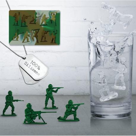 Clin d'œil à l'imprimé militaire, ce moule à glaçons original permet de réaliser 10 glaçons prenant la forme de petits soldats ! En silicone alimentaire, cet accessoire apéro permet de démouler très facilement vos glaçons insolites…