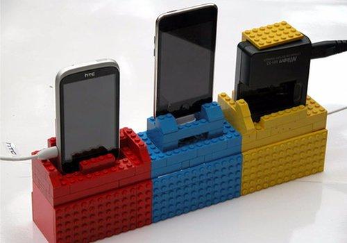 Une station de recharge en Lego