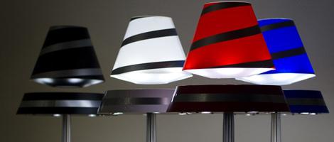 Lampe en lévitation, électrique, avec un abat-jour en lévitation grâce à un aimant magnétique