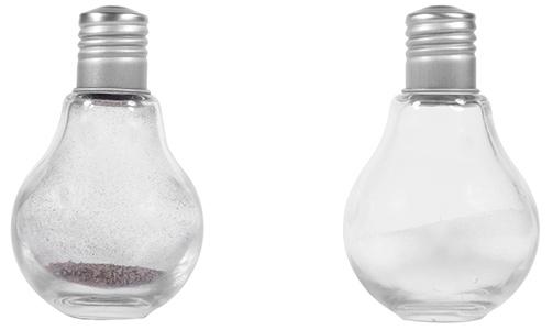décorez votre table avec ce duo de salière et poivrière ampoules élégant et design