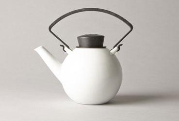 Théière  en porcelaine blanche de la marque QDO d'une contenance d'un litre. Qualité et Design